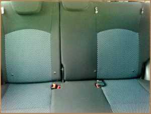 タイムズカーシェアの後部座席